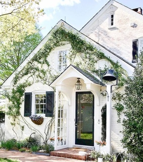 architecture, cozy and front yard
