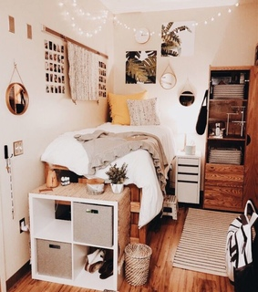 dorm room, bed and decorating