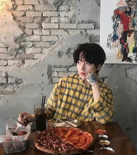 Tattoos, ulzzang and pizza