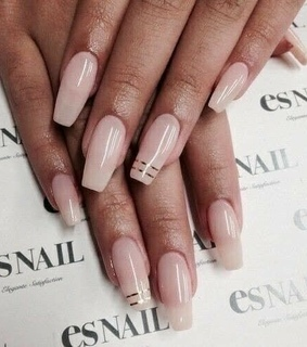 whi, nudes colors and shine nails