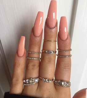 rings, peach nails and victoriaoliviaxo