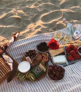 happiness, picnic and free