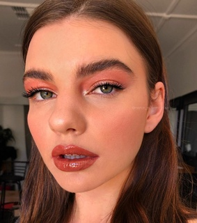 lips, perfect skin and make up artist