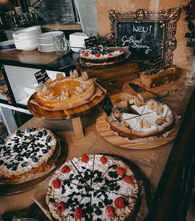 cafe, cakes and dessert