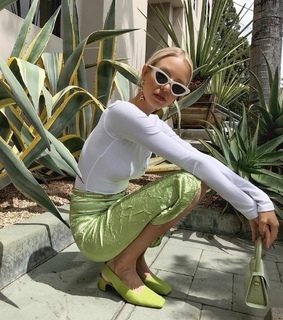 light green, style and pose
