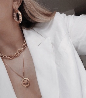 style, details and jewelry