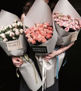 monday market, chic and roses