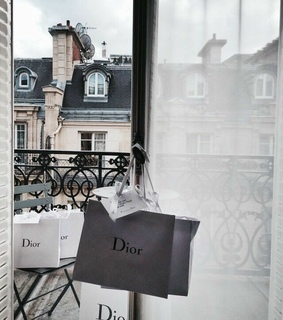 cities, love and shopping