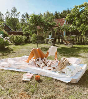 summer house, reading and books