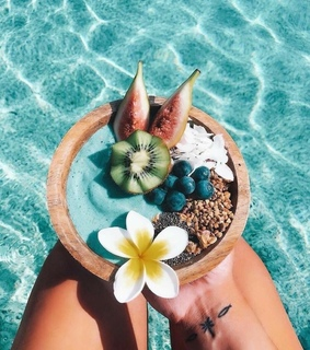 tanning, chic and healthy food ideas
