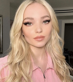 wavy, hairstyle and lips
