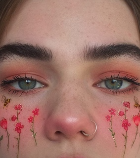 nosering, lashes and blue eyes