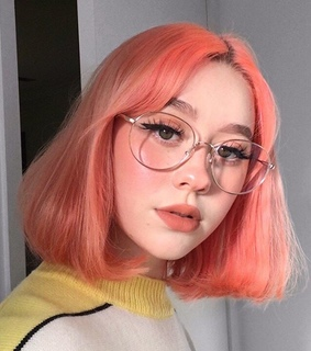 short hair, site model and color hair