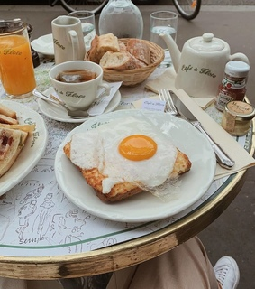 vacation, lifestyle and breakfast