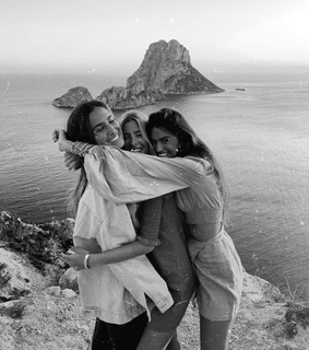 smile, hugs and friendship goals