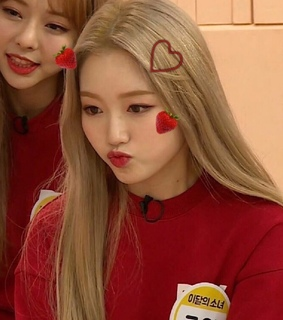park chaewon, loona and gowon