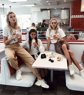 girls, blondes and a brunette and diner