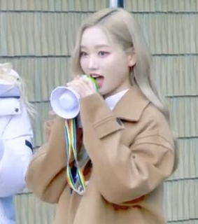 chaewon, gowon and loona