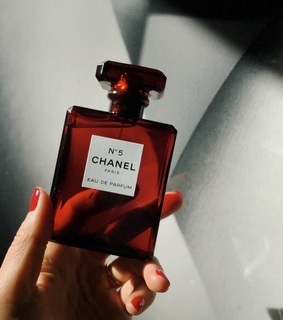 red, perfumes and luxury
