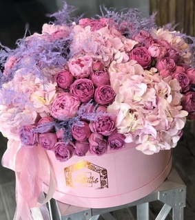 roses, present and bouquet