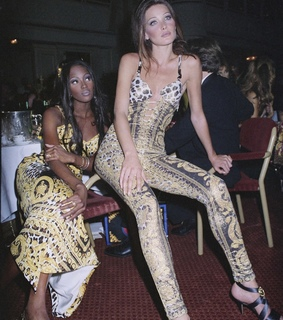 1992, Versace and Carla Bruni