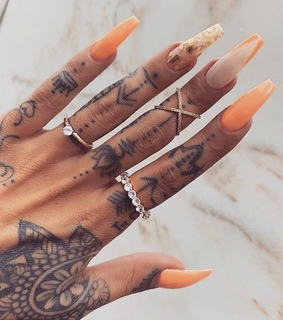 gold, hands and chic