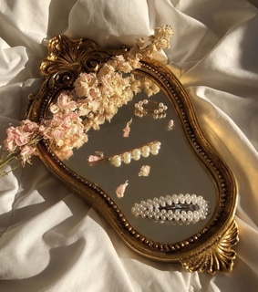 pearls, mirror and hairstyle