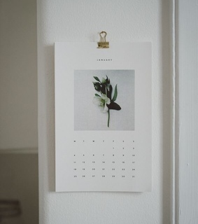 date, room and decor