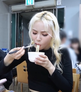 jung jinsoul, jinsoul and girl groups