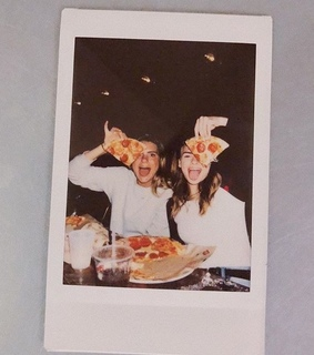 girls, best friends and pizza