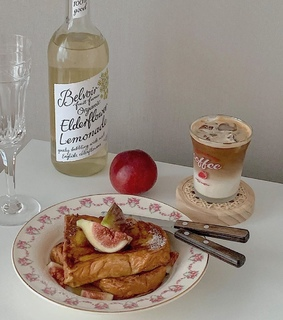 breakfast, pastel and figs