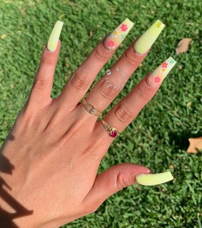 acrylics, weheartit and fashion