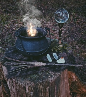 cauldron, wicca and spells