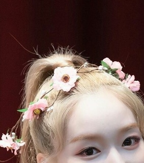 loona, details and gowon