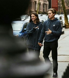 matching outfit, model and dylan sprouse