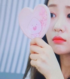 loona, yves and details