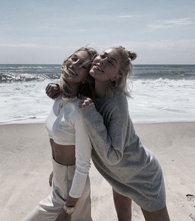 bff, vibes and beach
