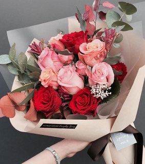 pink, chic and bouquet