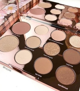 pallete, eyeshadow and highlight