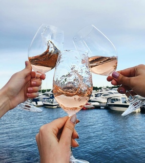 rose, champagne and enjoy