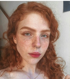 girls, freckle and curls