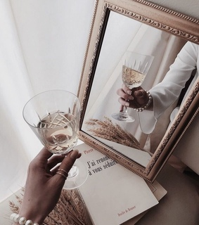drinks, mirror and details