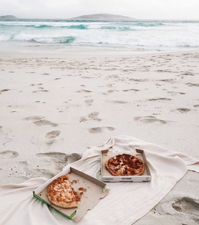 pizza, inspiration and sea