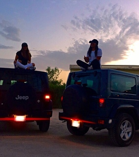 friendship goals, jeep and girls