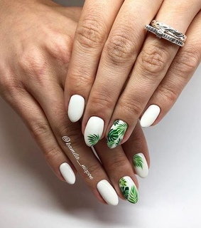 green, eye catching nail and summer
