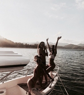 girls, boat and friendship goals