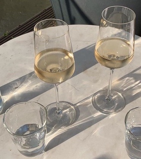 drinks, marble and white wine