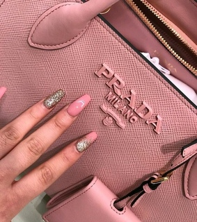 pic, nails and luxury