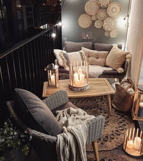 decorations, balcony and goals